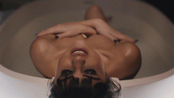 Selena Gomez - Hands to Myself (2015)